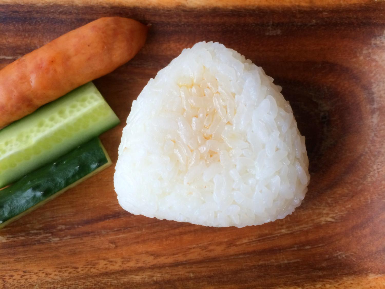 新米の塩おにぎりに「ごま油」プラスすると絶品!よりおいしくするポイント3つ