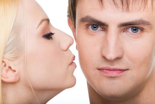 男性が「押し付けがましい」と感じる40代女性の一方通行な愛情表現って?