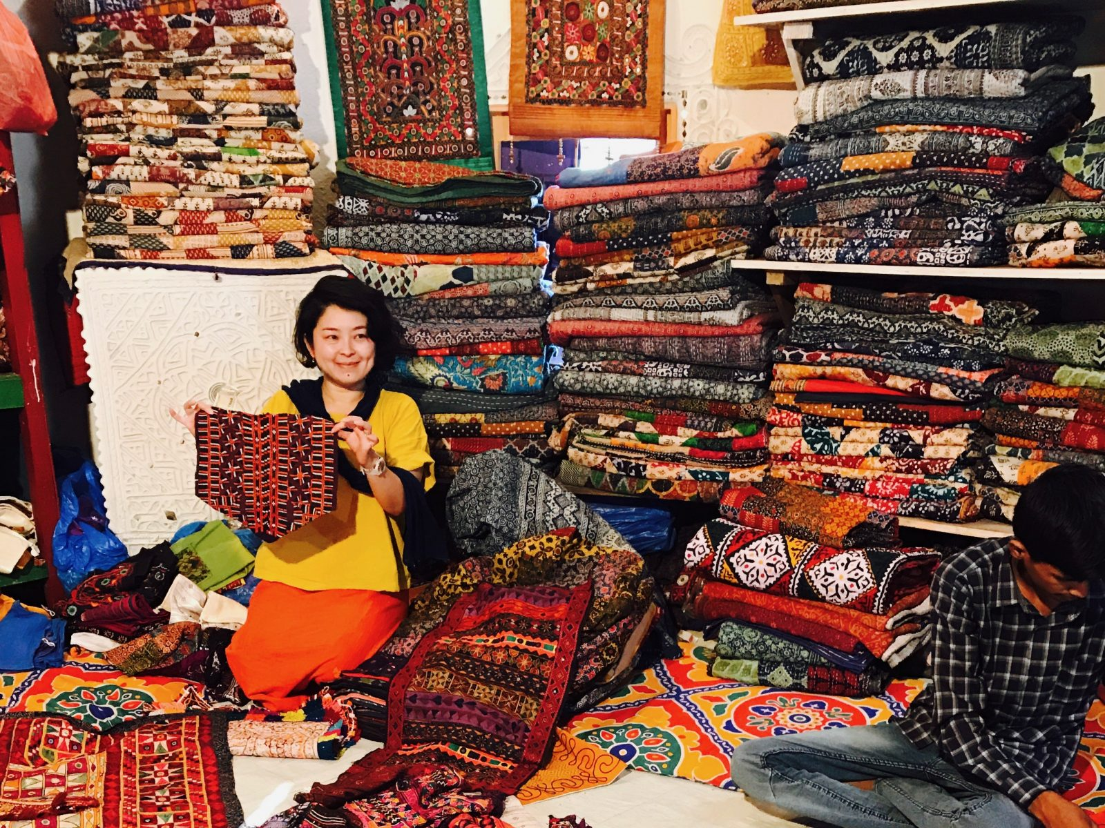 40歳からのおしゃれ論。布好きイラストレーターいいあいが手仕事の聖地インドへ赴いた