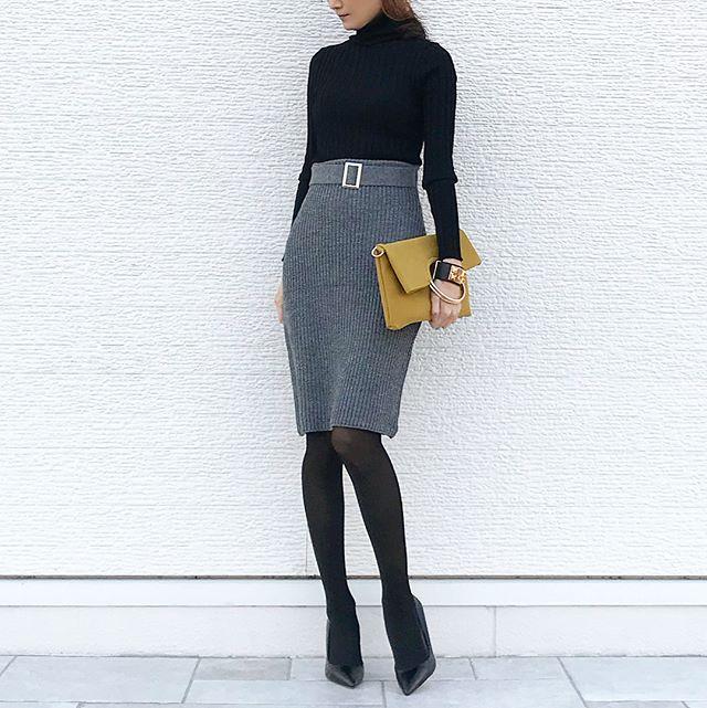 【40代の毎日コーデ】履くだけで脚長に。そんなタイトスカートの魔法にかけられて