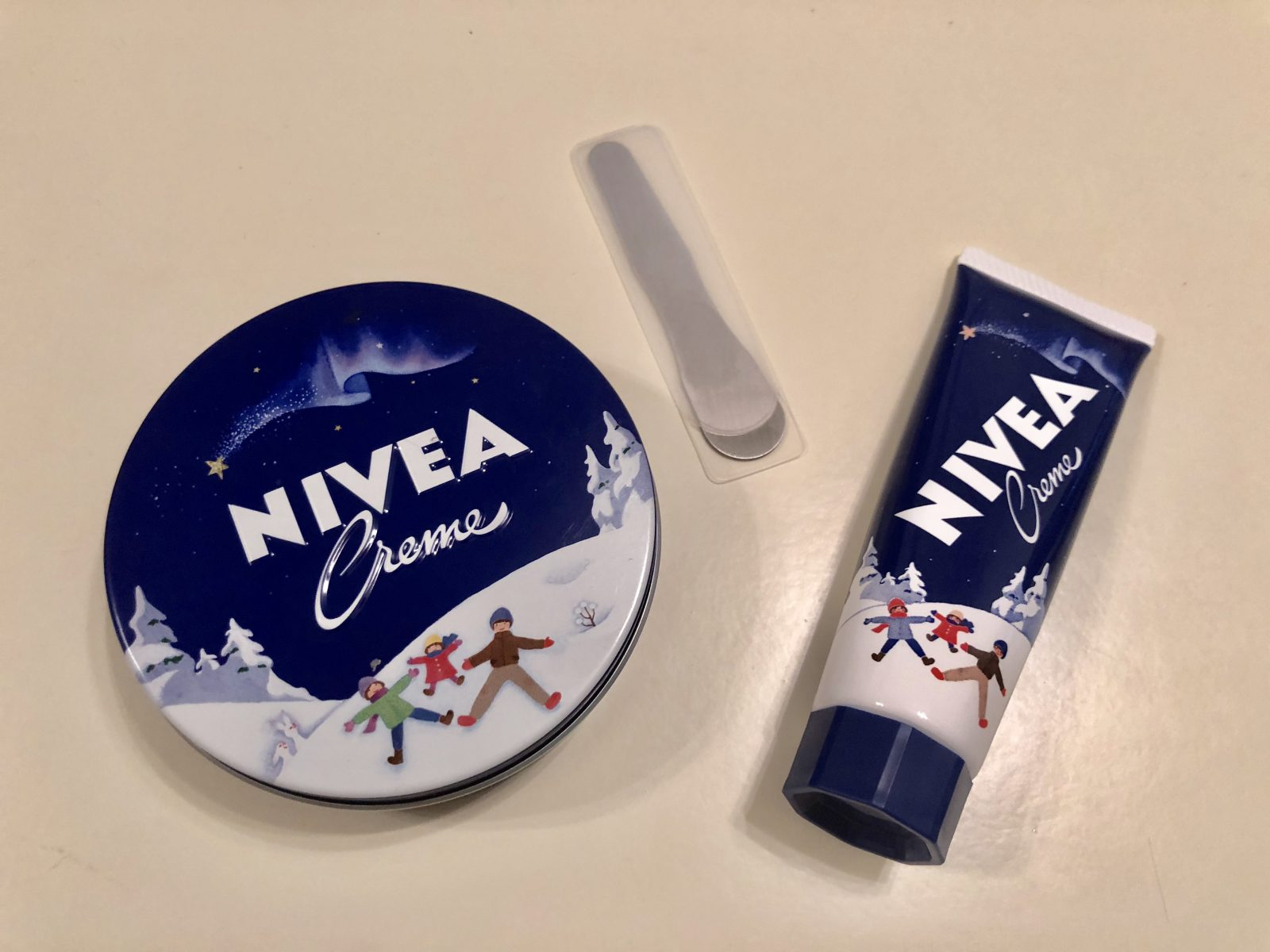 ニベア青缶とチューブ、美容通の「使い分けアイディア」あれこれ
