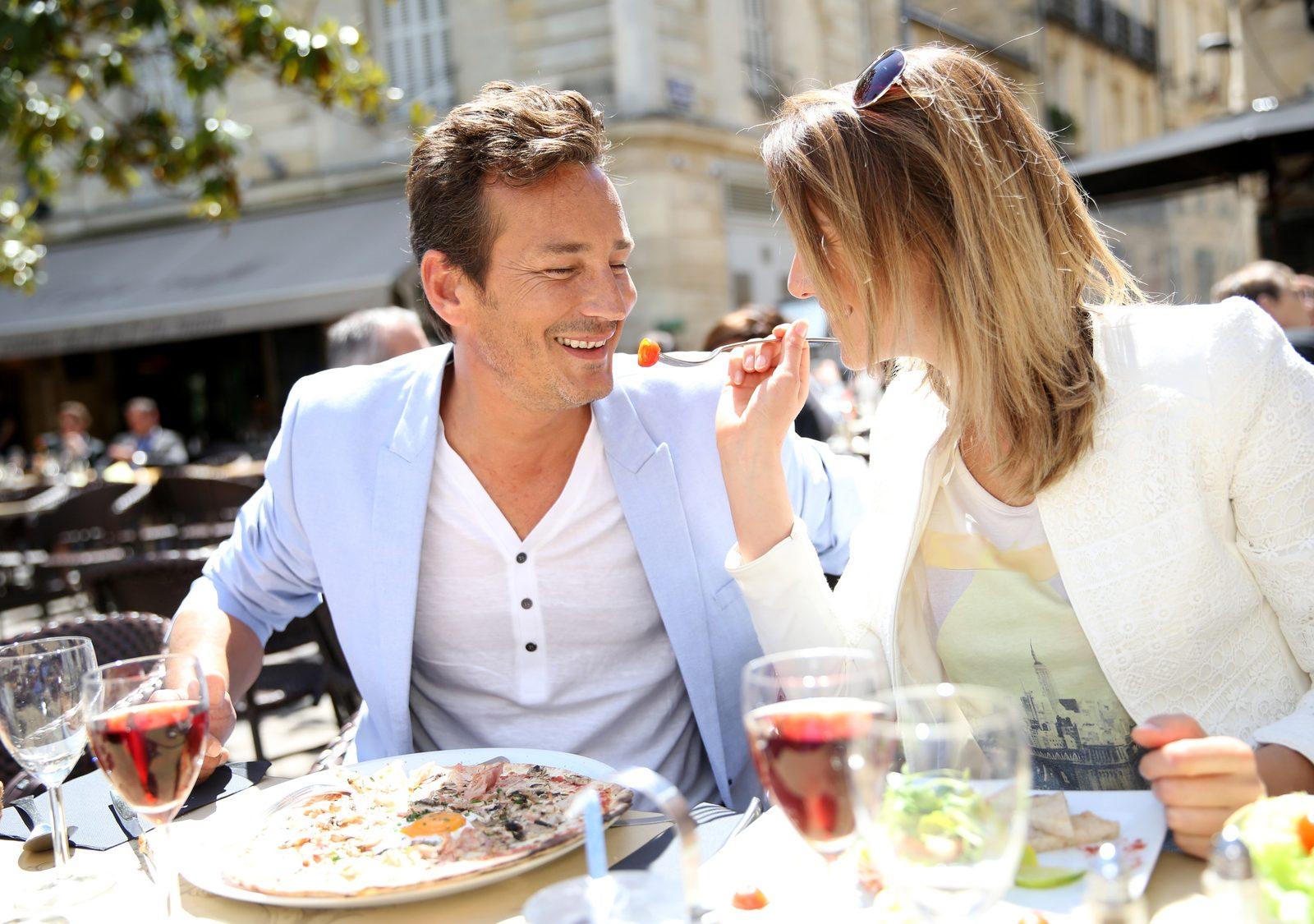 【男の本音】コレにやられた!お食事デートで40代独女の嬉しい気遣いって?