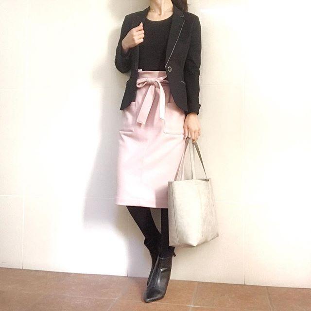 大人のピンクコーデは淡い桜色を選んで上品に【40代の毎日コーデ】