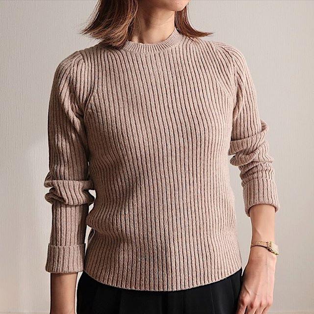 ユニクロのラメ混セーター、着やせ&高見えで小ワザ効きすぎです!