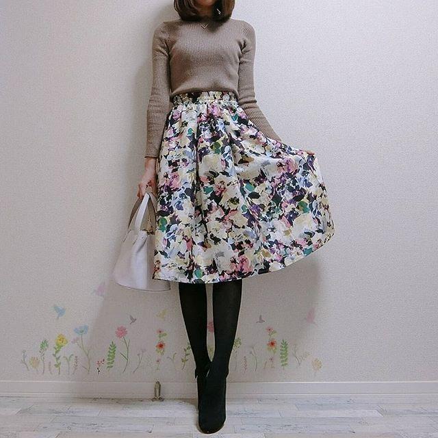 思わず二度見するほどの美人スカートを纏って週末デート【40代の毎日コーデ】