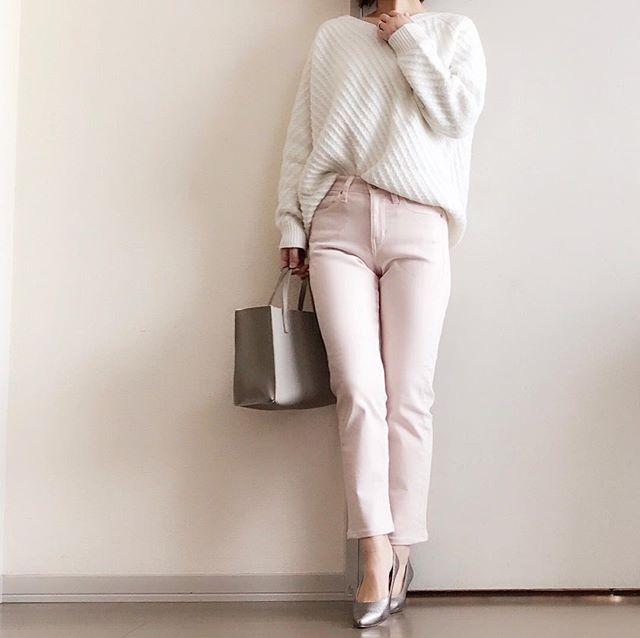 ユニクロの桜色パンツで春気分を盛り上げて【40代の毎日コーデ】