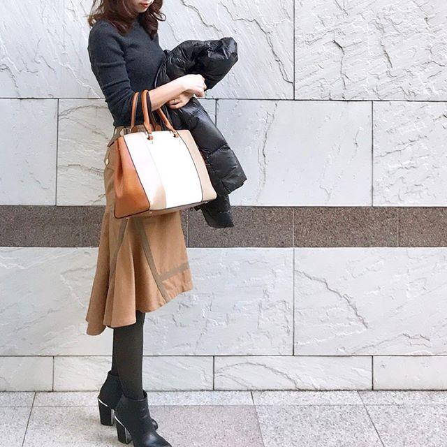 リブニットで着こなすマーメイドスカート【40代の毎日コーデ】