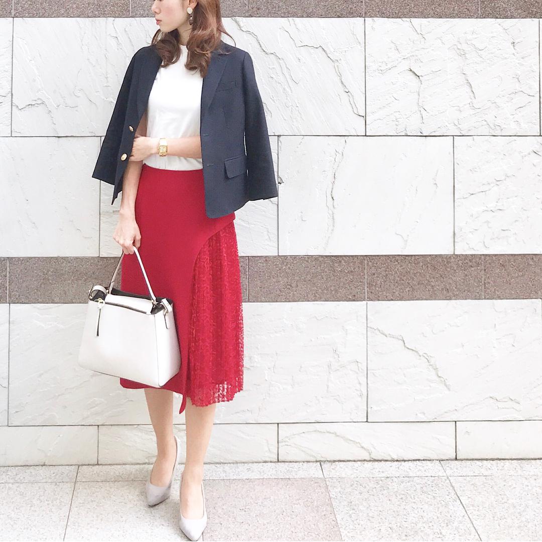 春スカートは透ける素材で。トップスのバランスは【40代の毎日コーデ】