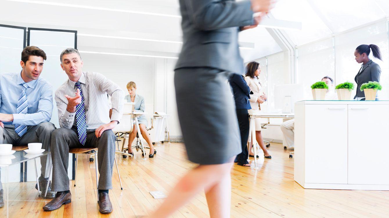 心理学者が解説、なぜ職場で男が集まると人の悪口と噂話ばかりになるのか