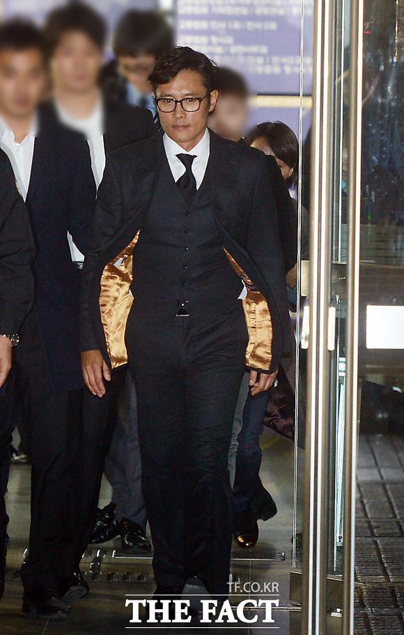 イ・ビョンホンが50億ウォンの脅迫事件の証人として出席した2回目の裁判が、さきほど終了した。 イ・セロム記者