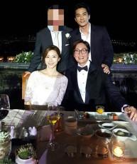 俳優ソン・スンホンが、ペ・ヨンジュン&パク・スジン夫妻との記念写真を公開した。 本人のFacebook