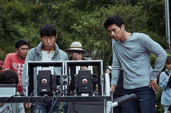 写真 映画「共助」に出演する俳優ユ・ヘジンとヒョンビン(右)。 「共助」の撮影スチール [記事を