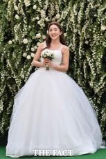 結婚式直前、記者会見に出席した歌手Bada。|ナム・ユンホ記者