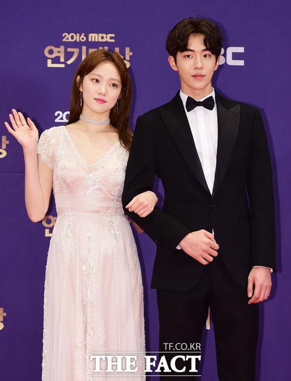 女優イ・ソンギョン(左)と俳優ナム・ジュヒョクの熱愛説が浮上した。
