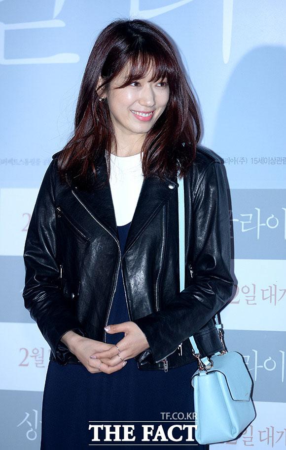 女優のパク・シネが約1年9ヵ月ぶりにアジアツアーを開催する。