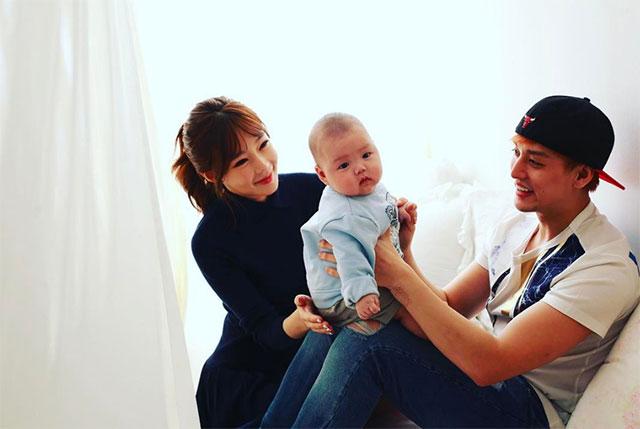 U-KISSのイライが家族写真を公開した。|イライのインスタグラム