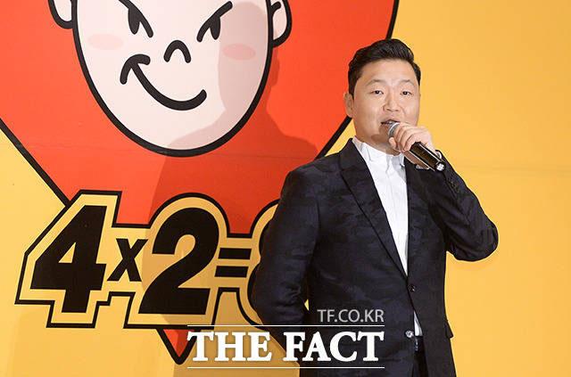 歌手のPSY(サイ)が、新曲のミュージックビデオに日本のピコ太郎が出演したことについて説明した。