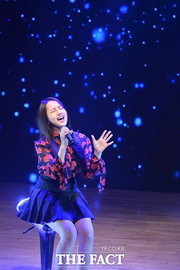 Kriesha Tiuの初のシングルリリースを記念したショーケースが開催された。