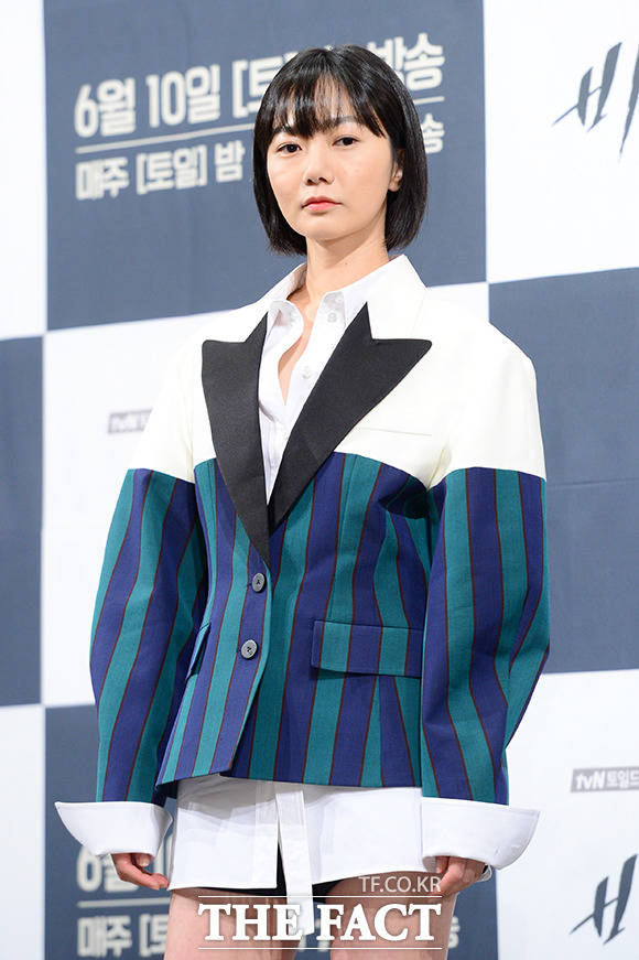 女優のぺ・ドゥナが30日午後、ドラマ「秘密の森」の制作発表会に出席した。
