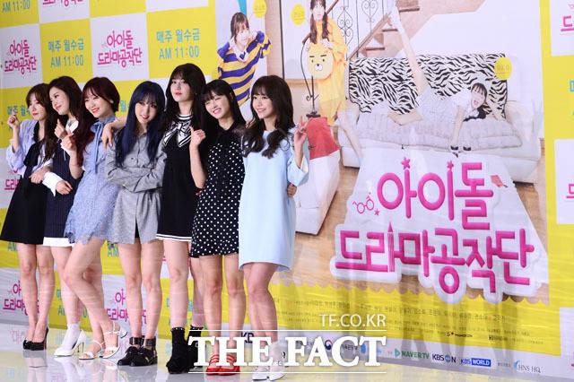 (写真左側から)Red Velvetのスルギ、SONAMOOのD.ana(ディエナ)、LOVELYZのスジョン、MAMAMOOのムンビョル、I.O.I出身のチョン・ソミ、OH MY GIRLのユア、C.I.V.Aのキム・ソヒ