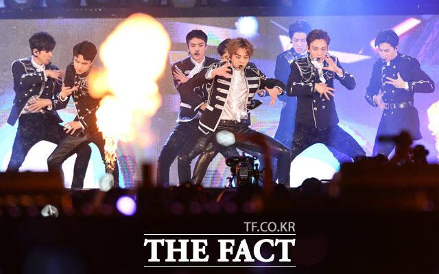 EXOが3日午後、ソウル・ワールドカップ競技場で開催された2017 DREAM CONCERTに出演した。