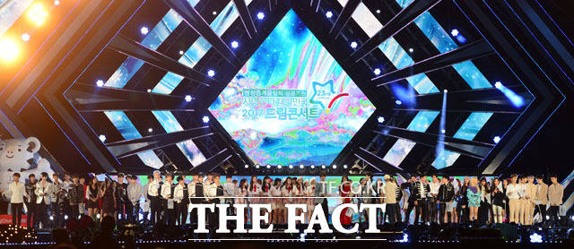 3日午後、ソウル・ワールドカップ競技場で、EXO、TWICE、SEVENTEENらトップアイドルが集結した2017 DREAM CONCERTが開催された。