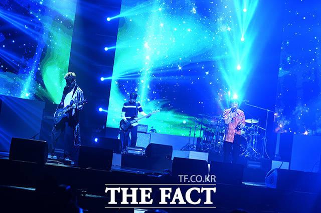 FTISLANDが7日午後、デビュー10周年記念アルバム「OVER 10 YEARS」のショーケースのステージに立った。
