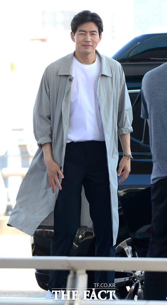 俳優のイ・サンフンが今月4日、べトナムでの撮影のため、仁川国際空港から出国した。