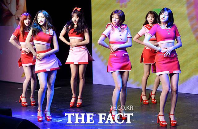 韓国音楽番組「ミュージックバンク」のリハーサル中に警察特攻隊が出動し、爆発物の仕掛けがないか捜索を行った。