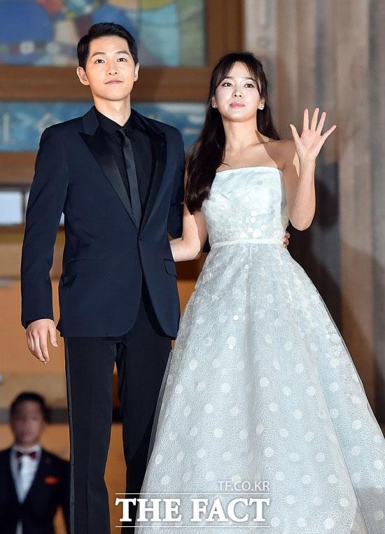 電撃に結婚を発表したソン・ジュンギとソン・ヘギョが、ファンに直接結婚のことを報告した。
