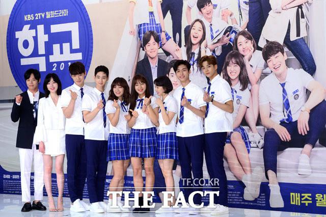 (写真左側から)俳優のハン・ジュワン、元Secretのソナ、俳優のキム・ジョンヒョン、チャン・ドンユン、gugudanのセジョン、女優のソル・インア、パク・セワン、俳優のソ・ジフン、SF9のロウン