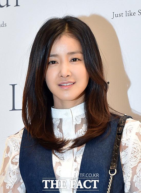 女優のイ・シヨンが、現在の交際相手と結婚することを視野に入れて付き合っていることが分かった。