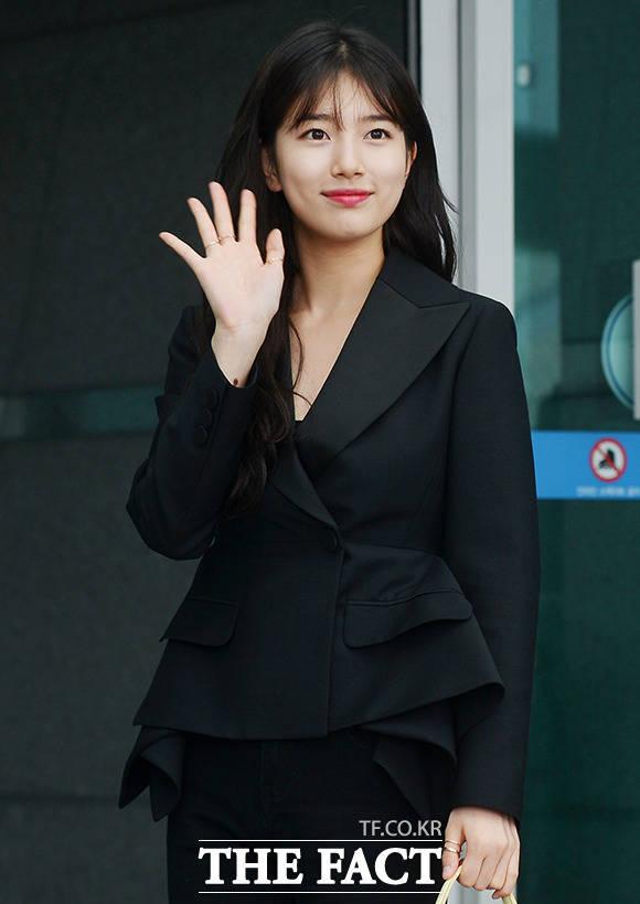 miss Aのスジが18日午後、海外での撮影に向かうため、仁川国際空港を訪れた。