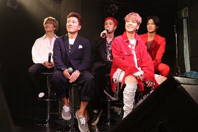 SECHSKIES(読み:ジェクスキス)が7月23日(日)YOKOHAMA BAY HALLにて初の日本ファンミーティングを実施し、来場のファン2,000人を魅了した。