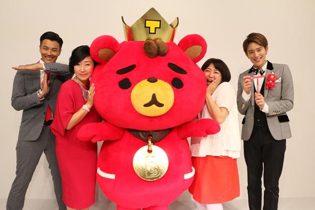 """東方神起のLINE LIVE特番""""東方神起 AWARD 2017""""が放送され、メンバー不在の番組にも関わらず異例の反響となった。"""