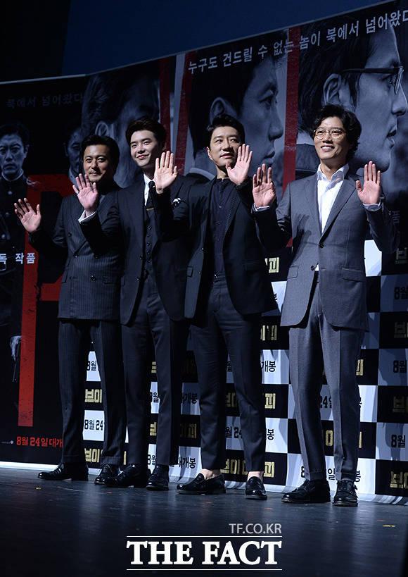 (写真左側から)チャン・ドンゴン、イ・ジョンソク、キム・ミョンミン、パク・ヒスン