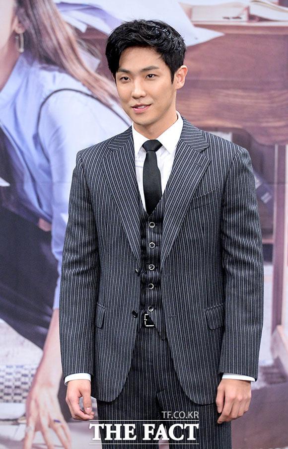 俳優のイジュンが10月に入隊する。