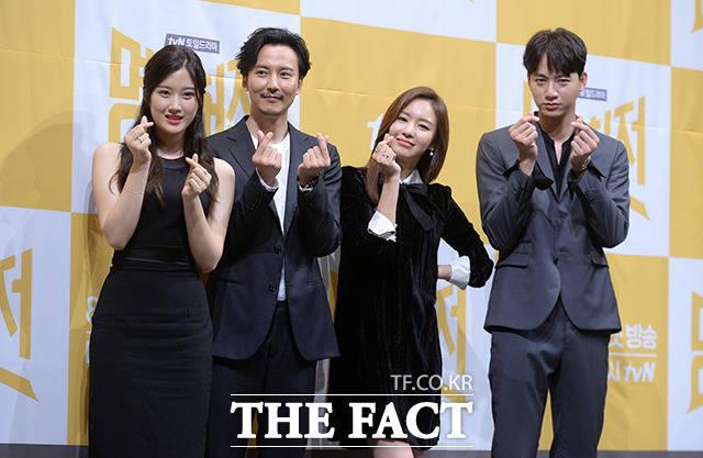 (写真左側から)ムン・ガヨン、キム・ナムギル、キム・アジュン、ユ・ミンギュ
