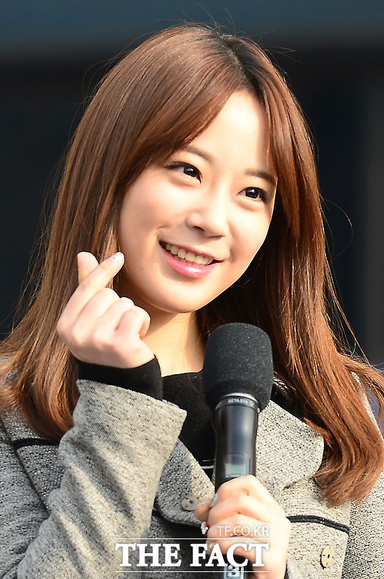 KARAのヨンジがソロ歌手としてデビューする。