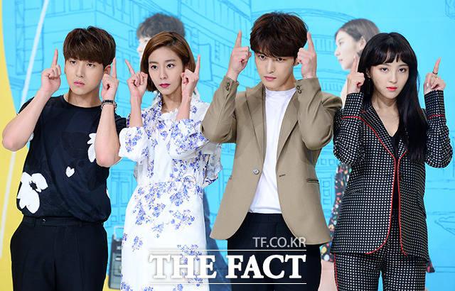 (写真左側から)B1A4のバロ、ユイ、JYJのジェジュン、チョン・ヘソン