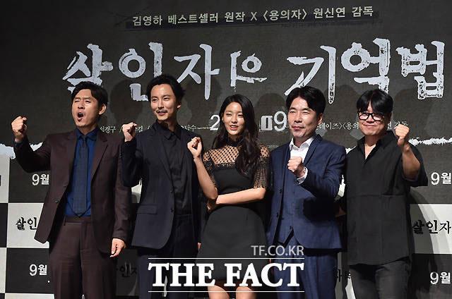 映画「殺人者の記憶法」の制作報告会に、主役のソル・ギョング、キム・ナムギル、ソリョン(AOA)、オ・ダルスが出席した。