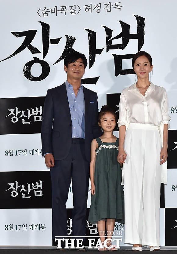 (写真左側から)俳優のパク・ヒョックォン、子役のシン・リナ、女優のヨム・ジョンア