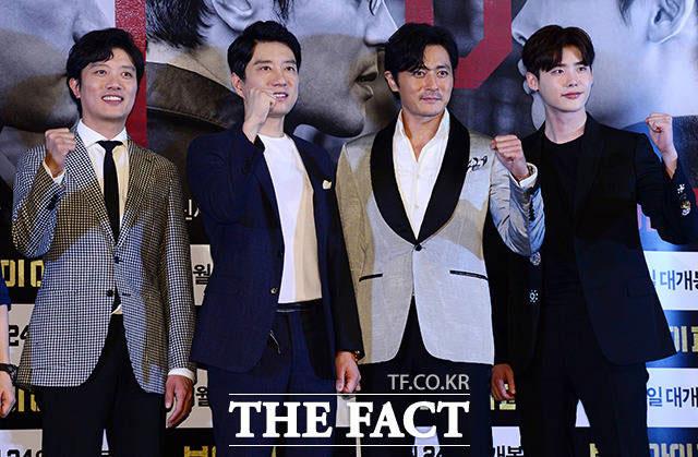 俳優パク・ヒスン、キム・ミョンミン、チャン・ドンゴン、イ・ジョンソク(左から)