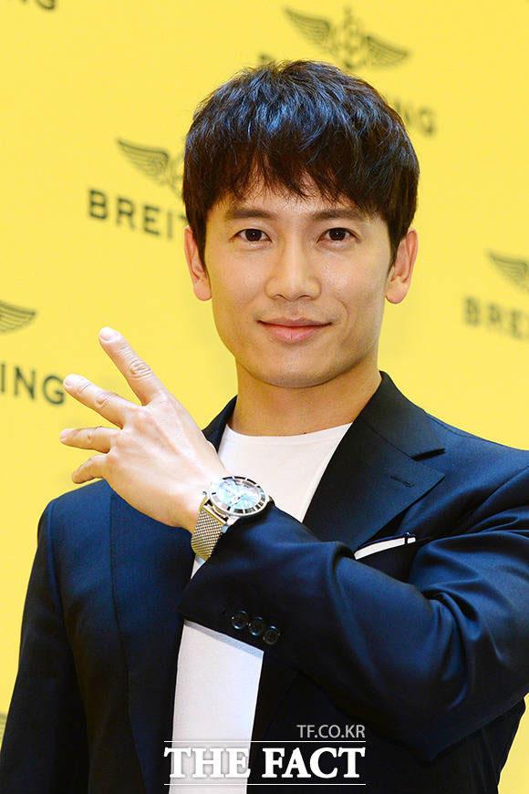 俳優のチソンが17日午前、ソウルのロッテ百貨店・蚕室店で開かれたブライトリング(BREITLING)の新製品発売記念イベントに出席した。