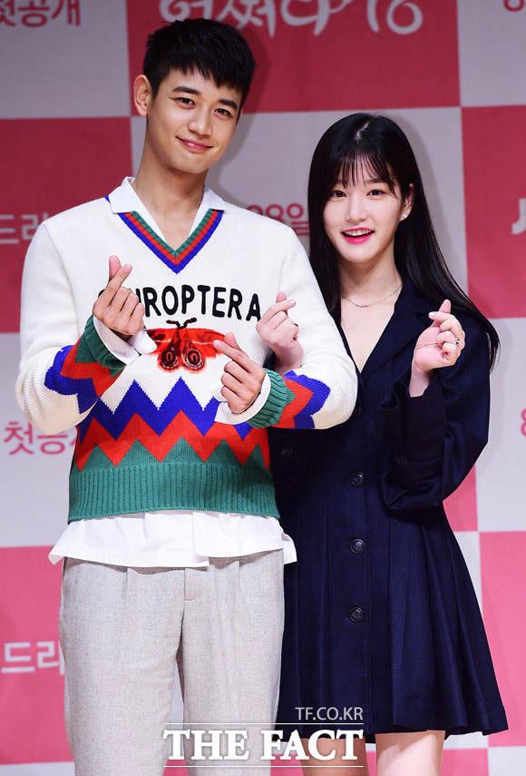 SHINeeのミンホとイ・ユビが、24日に行われたJTBCのウェブドラマ「気がつけば18」制作発表会に出席した。