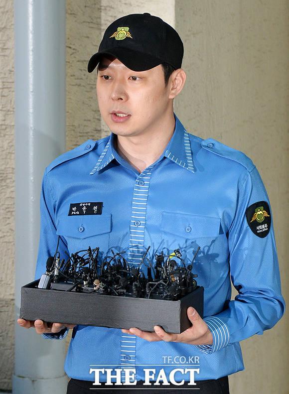 JYJのメンバーで俳優のユチョンが25日、社会服務を終え招集解除となり、兵役を終えた。|撮影:THE FACT イ・ドクイン記者