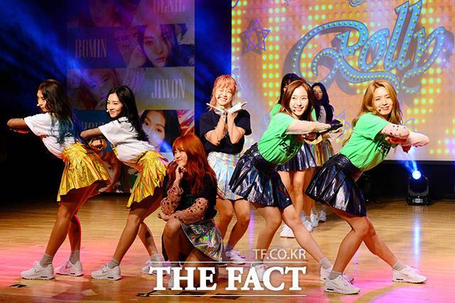 新人ガールズグループGOOD DAYが29日、ソウルで開かれたデビュー記念ショーケースに参加し、華麗なステージを披露した。