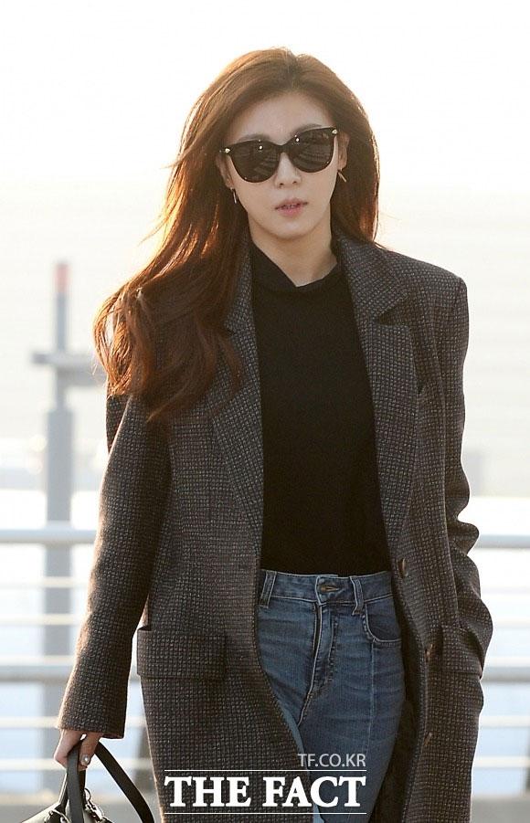 化粧品メーカーのゴールドマーク社が女優のハ・ジウォンを相手に損害賠償請求訴訟を提起した。