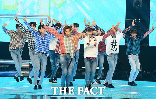 Wanna Oneが30日午後、MBCドリームセンターで開催された「SHOW CHAMPION」にて華やかなステージを披露した。