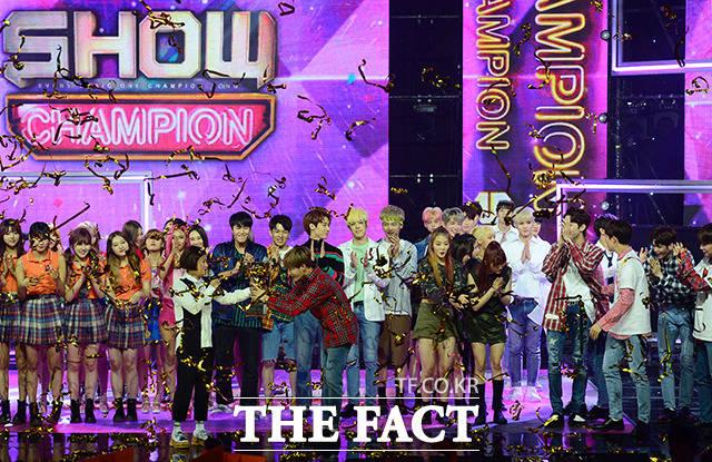 Wanna Oneが30日午後、MBCドリームセンターで開催された「SHOW CHAMPION」に参加し、見事1位に輝いた。